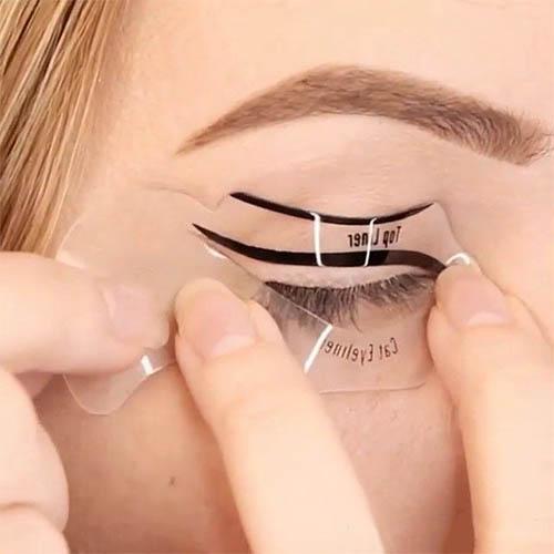 Påfør nemt eyeliner med en eyeliner skabelon.