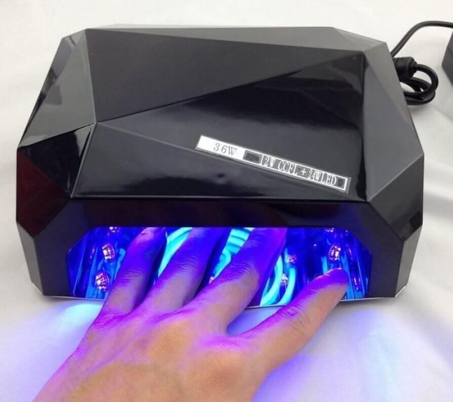 UV / LED lampe til hærdning af gel neglelak.